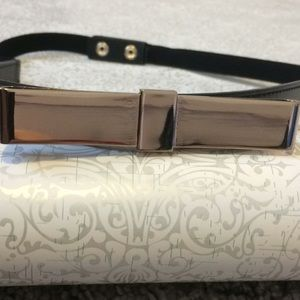 Stretchy silver metal bow belt